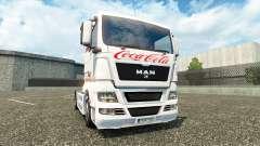 La piel de Coca-Cola en el camión en el HOMBRE
