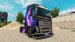 Piel Negro Y Morado en un camión Volvo