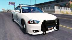 Dodge Charger de la Policía en el tráfico