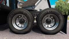 Nuevas llantas y neumáticos