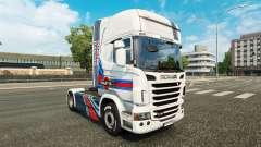 La piel Martini Rancing en el tractor Scania