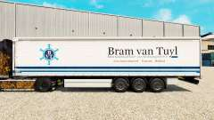 La piel Bram van Tuyl en una cortina semi-remolq