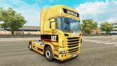 La piel sucia en la Oruga tractor Scania
