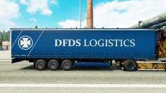 La piel DFDS Logística en una cortina semi-remol